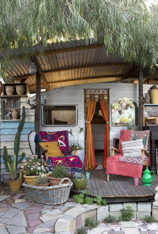 Bohemian Backyard Decor : Hanging strawberries in Trish and Nathan?s colourful garden! Photo
